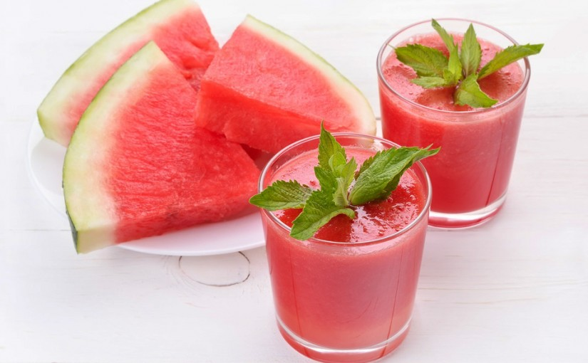 photodune-8876406-watermelon-cocktail-and-slices-s-825x510